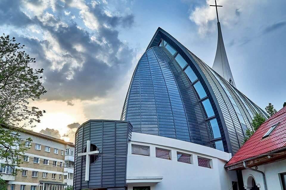 Biserica Romano Catolica - Clement Apartments - Cazare Neamt