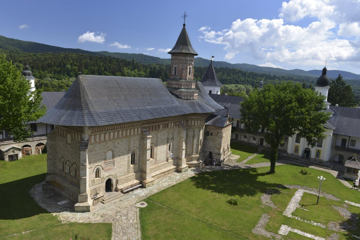 Manastirea-Neamt- Clement Apartments - Cazare Neamt - monumenteneamt.ro