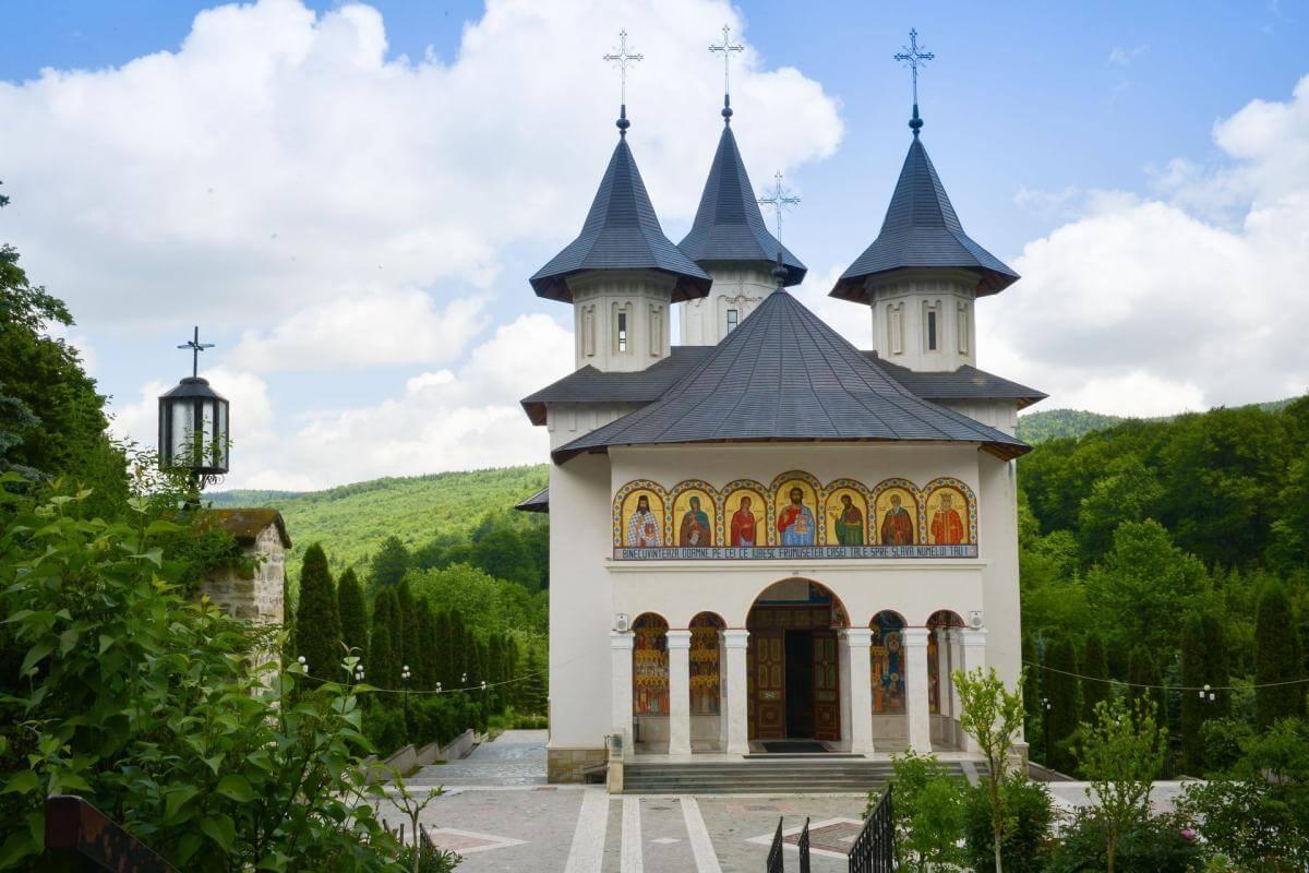 Manastirea Sihastria - Clement Apartments - Cazare Neamt