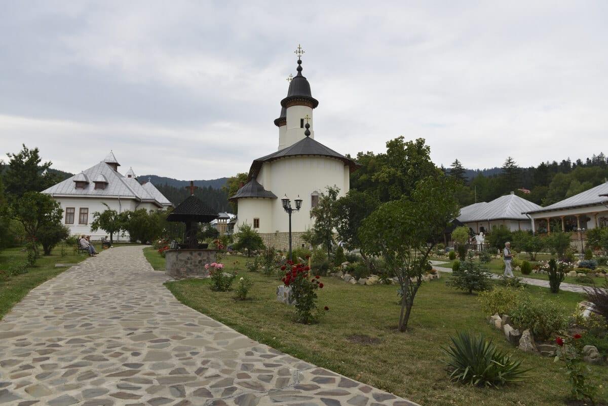 Manastirea-Varatec - Clement Apartments - Cazare Neamt - monumenteneamt.ro