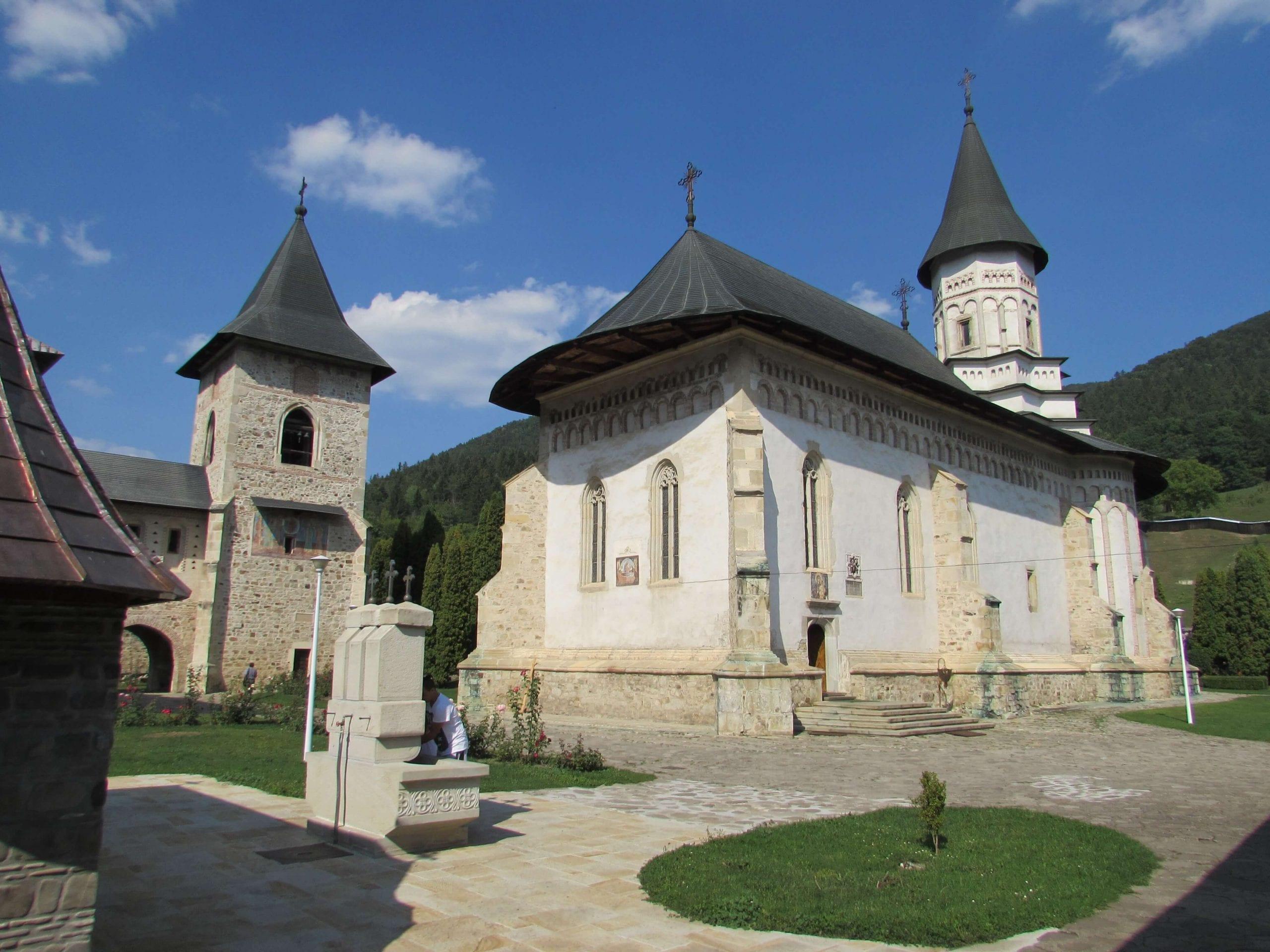 Manastirea_Bistrita- Clement Apartments - Cazare Neamt - wikipedia.org