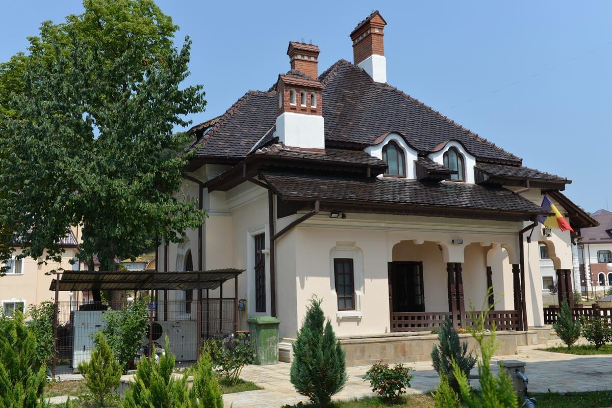 PN-Muzeul-de-Etnografie - Clement Apartments - Cazare Neamt - monumenteneamt.ro