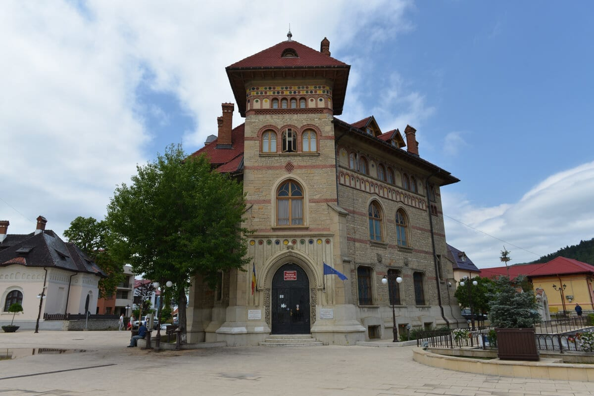 Piatra-Neamt-Muzeul-Cucuteni - Clement Apartments - Cazare Neamt - monumenteneamt.ro