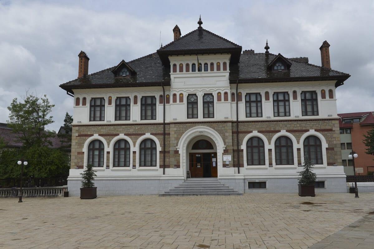 Piatra-Neamt-Muzeul-de-Arta - Clement Apartments - Cazare Neamt - monumente istorice.ro